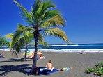 baignade surveillée et sécurisée sur la magnifique plage de sable noir de l'Etang Salé