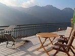 Το μεγάλο (60m2) ηλιόλουστη βεράντα είναι ιδανική για δείπνο στο ύπαιθρο.