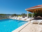 Villa with sea view and private swimming pool, just 100m from the beach!