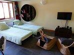 Salon : 2 fauteuils convertis en lits (80*200)