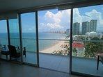 Vista dalla sala da pranzo verso Marina dal balcone laterale
