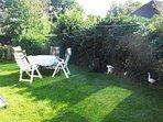 Terrasse, Garten, Liegewiese, Gartenstühle, Grill,zur alleinigen Nutzung.