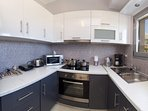 A modern kitchen full equiped