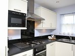 Modern Kitchen with Full Sized Fridge Freezer, Microwave, Dishwasher, Washer/Drier, Cooker & Hob