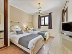Twin room in villa Evie with Tv and patio to terrace
