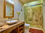 En-suite queen bathroom