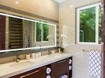 Lanai Bath - Full Bath
