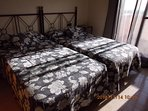 habitación suite  camas de 105 cada una salida terraza con vistas al mar