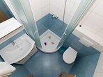 SA6(3+1): bathroom with toilet
