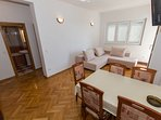 A8(6+2): dining room