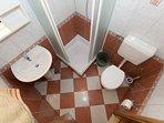 A8(6+2): bathroom with toilet
