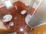 SA10(2): bathroom with toilet