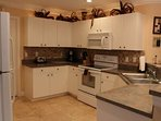 Beautiful well equipped Kitchen with breakfast bar