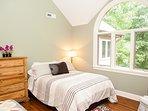 Bedroom 4 – 2 Queens (top level)