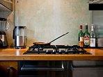 Küchendetail: Basics wie Kaffee, Tee, Öl, etc. sind kostenfrei verfügbar
