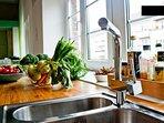 Küchendetail: Basics wie Kaffee, Tee, Öl, etc sind kostenfrei verfügbar