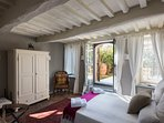 Deluxe room with ensuite bathroom and little private terrace