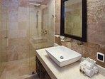El Faro Surf 304 Playa del Carmen Guest Bathroom