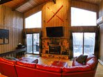 Beautiful Modern Cabin! Pool Table, 6 TVs, WiFi