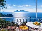 Terrazza adiacente la cucina vista mare Capri e Ischia