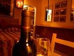 i nostri ospiti amiamo circondarli di sapori e suggestioni; un buon vino è il nostro benvenuto