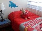 Dormitorio pequeño con cama de 1 plaza s/closet