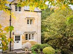 The beautiful Primrose Cottage, besides a tranquil stream in Blockley