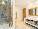 Second bedroom's en-suite semi-outdoor bathroom