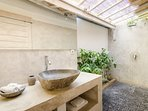 Bathroom en-suite master bedroom
