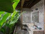 Wooden Villa master bedroom en-suite bathroom