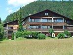 Sommer Ansicht Berghaus Tirol - die Appartements befinden sich auf der oberen Etage