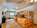 Whispering Pines Family Suite Bunk