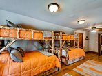 Whispering Pines Family Suite Bunk Room