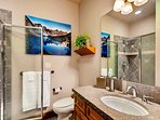 Red Mountain King Ensuite Bathroom