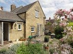 Cotswold stone Cottage tucked peacefully away behind Chipping Campden High Street.  Enclosed garden.