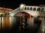 Rialto Bridge: downsteps