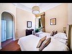 Twin Bedroom 'Porrona' with en-suite Bathroom (1st Floor)