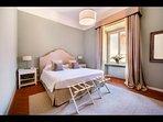 Kind Bedroom 'Le Bruniche' with en-suite Bathroom (1st Floor)