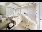 Bathroom en-suite to Bedroom 'Il Borgo'