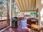 Deck with Gas BBQ, & Hot tub,