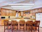 Kitchen – island seats 5