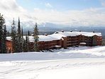 Stunning views and an excellent location make this the perfect place for  your Big White escape