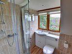 The second twin room has an en suite shower room with vanity unit