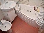 Main bathroom with hydromassage hot tube