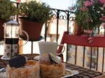 Balcony, Breakfast