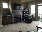 Cozy living room with a VIEW, fireplace, bar area & books, games, dvd's. Relax!