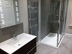 Groundfloor bathroom with large shower, washbasin, wc, LED mirror and shaving point