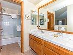 Snowcreek #566 - 2 bathroom shower/tub