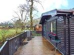 TICKLE TROUT LODGE detached lodge on holiday park, open plan, en-suite, WiFi, Tr