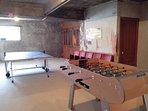 Salle de jeux commune au sous-sol